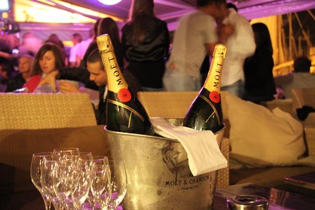 bar-b52-champagne-bonifacio-corse.jpg