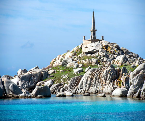 Lavezzi-parc-marin-phare-bonifacio-Corse.jpg