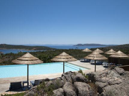 Résidence-terrasse-rondinara-piscine-Bonifacio-Cors.jpg