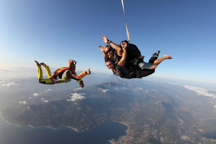 Tandem-ecole-parachutisme-Corse.jpg