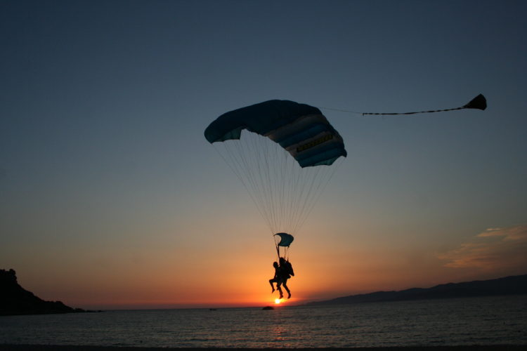 Tandem-ecole-parachutisme-magie-Corse.jpg