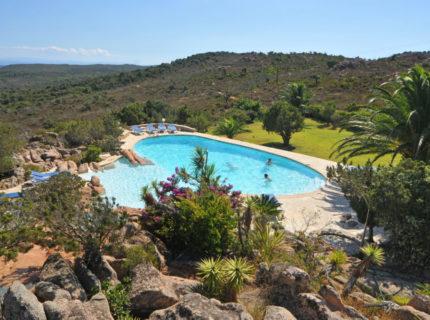 Résidence-santamonica-famille-piscine-bonifacio-corse
