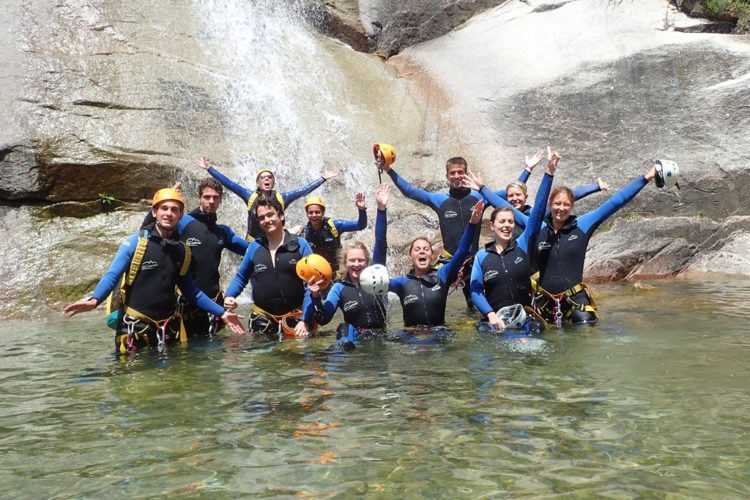 Activités-groupe-aqacanyon-rivière-bonifacio-corse.jpg
