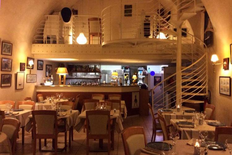 Restaurant-les4vents-Bonifacio-Corsica-Port.jpg
