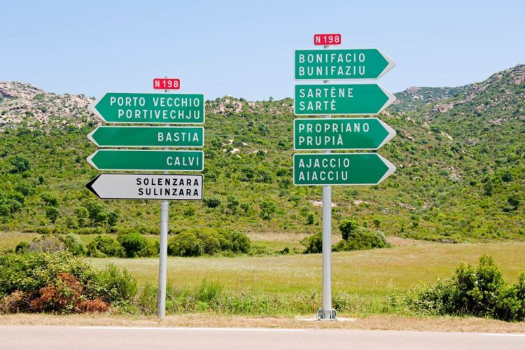 Direction on the roads of Corsica